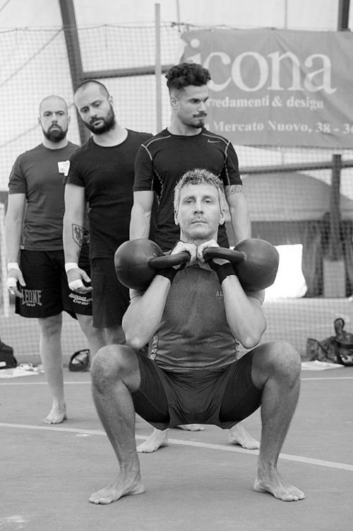 "Stage ""Kettlebell : Double Trouble"" - Squat"