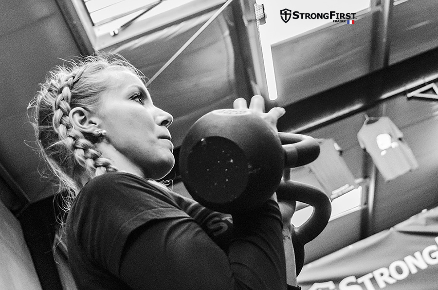 Stage Human Machine : exercices avec deux Kettlebells